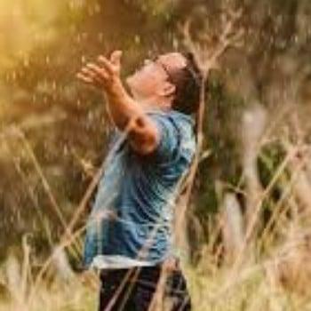 Diferencia entre alabar y adorar a Dios según la biblia